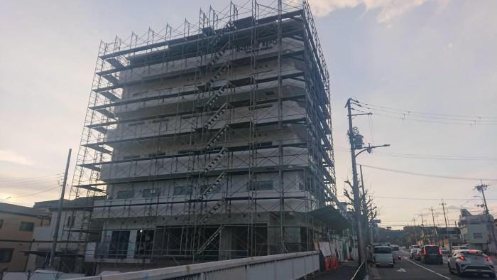 山科区椥辻の新築マンション足場解体作業2