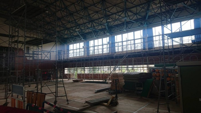 京都宇治の中学校体育館の内部足場3