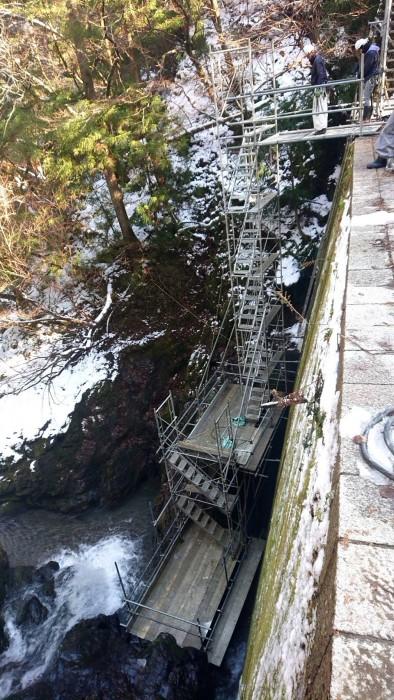 京都京北町の砂防ダム改修のステージと通路足場11
