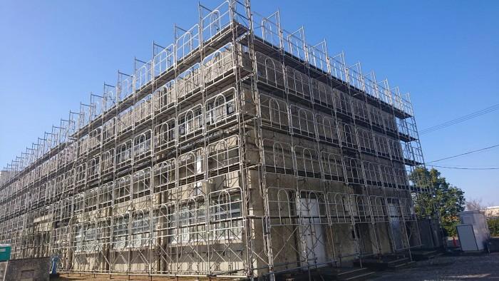 京都宇治の浄水場の管理棟改修足場2