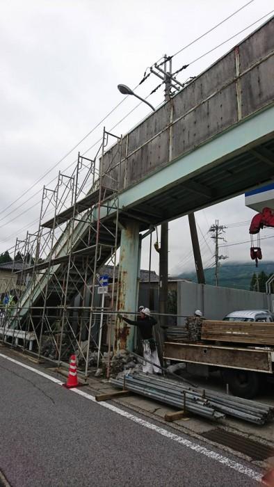 米原の歩道橋吊り足場